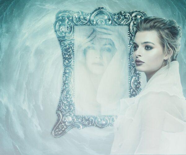 El reflejo nos devuelve a la persona oculta en nosotros. Nuestro lado oscuro