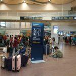 El aeropuerto. Pasajeros con maletas