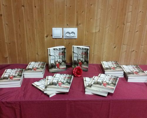 Mesa de exposición y venta de ejemplares